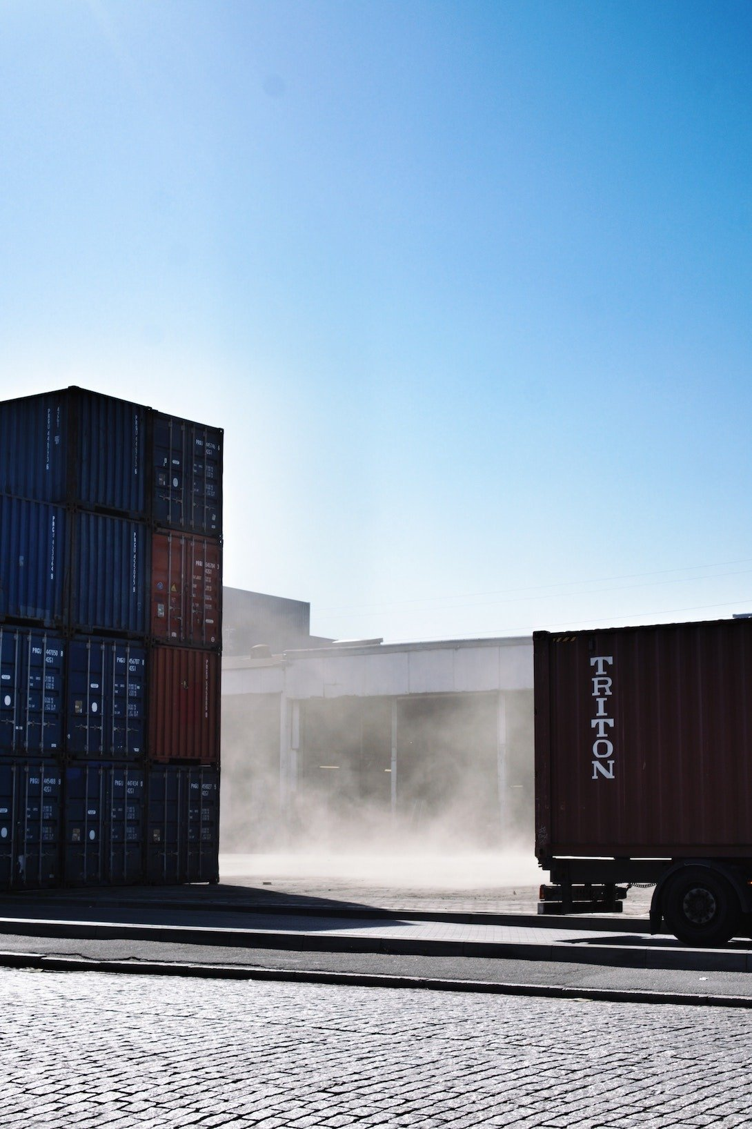 containers on a truck to avoid demurrage charges
